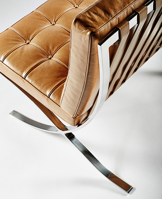 Barcelona chair tan02