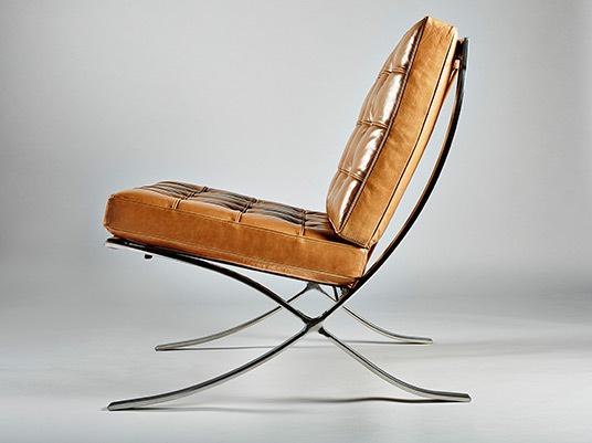 Barcelona chair tan06