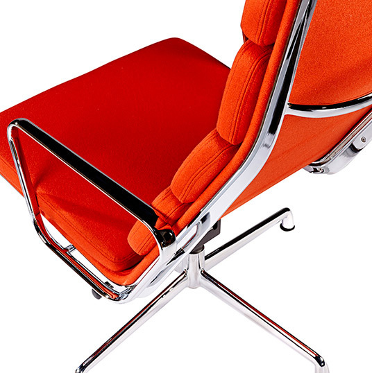 Ea222 lounge chair red