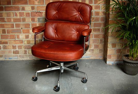 Eames lobby chair 003