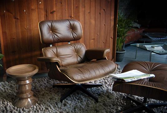 Eames walnut stool news01