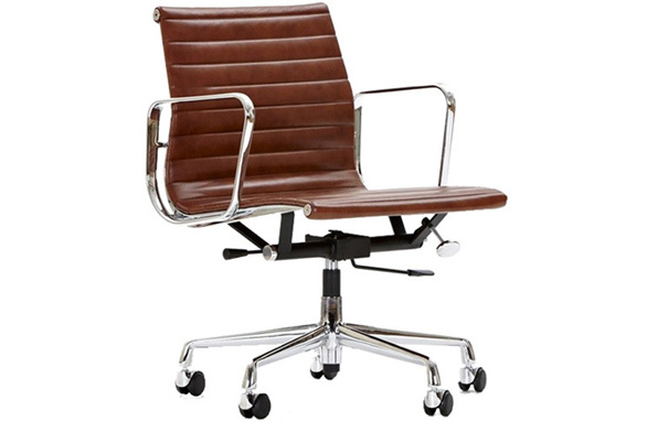 Ea117 desk chair brownEames Style EA117 Aluminium Chair with castors and arms