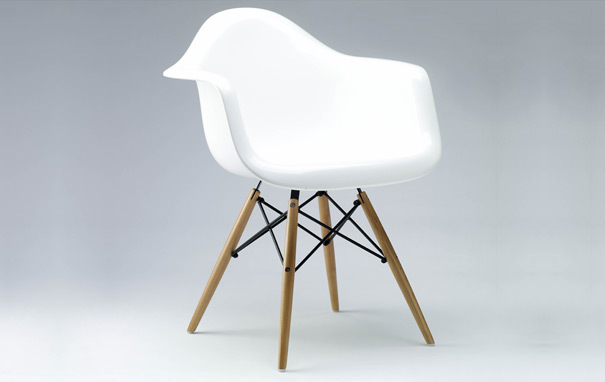 Photograph of Eames Style DAW Dining Chair